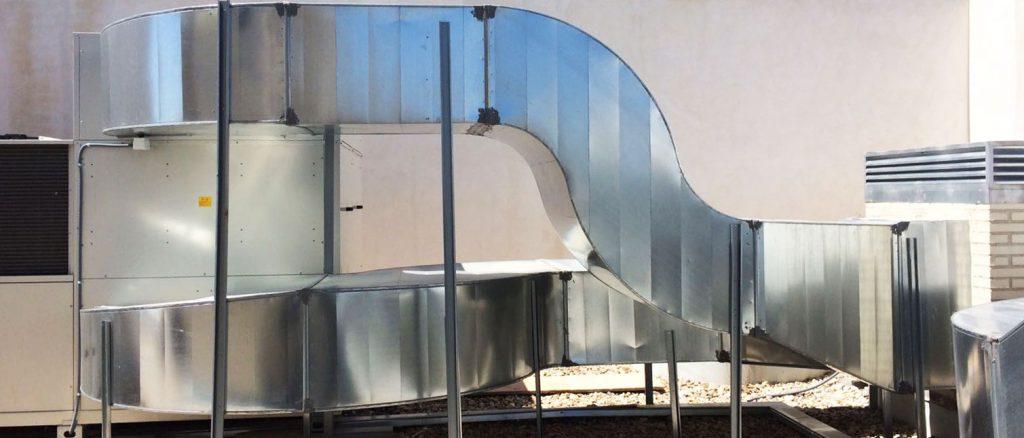 La ventilació d'un local pot ser natural o forçada. Es considera ventilació natural quan no es necessita energia artificial per aconseguir la renovació de l'aire, aquesta s'aconsegueix deixant obertures en un local (portes, finestres, etc.). La ventilació forçada s'aconsegueix utilitzant ventiladors.  A Brinstal Instal·lacions Andorra disposem d'una àmplia gamma de ventiladors de marques comercials que compleixen totes les normatives d'Andorra i la CE. Demani més informació.  La ventilació natural és suficient quan en el local no hi ha més focus contaminants que les persones que l'ocupen. El principal inconvenient de la ventilació natural és la dificultat de regulació. En contra, la ventilació forçada permet un control regulable a cada situació.  Podem Classificar la ventilació forçada en dos tipus:  Ventilació ambiental o general. Ventilació Localitzada.